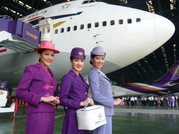 Как выглядят стюардессы в разных странах мира