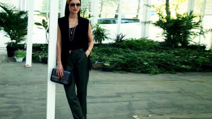 Модные Чинос: 17 образов с брюками чинос для женщин за 50