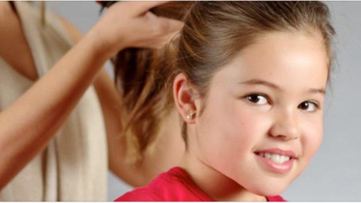 Прическа для первоклашки: самые красивые укладки для девочки на 1 сентября