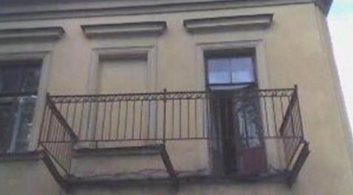 Балконы с загадкой (14 фото)