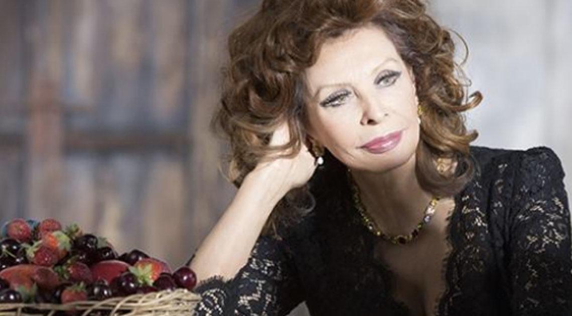 83-летняя Софи Лорен по прежнему красива и грациозна